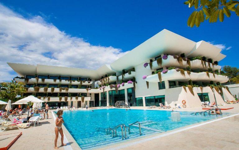 Piscina del hotel Deloix ALicante