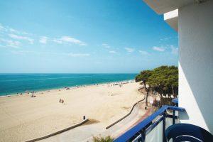 Balcón con vistas al mar en el hotel Pins Platja, Tarragona