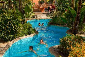 hotel con toboganes y piscinas en granada