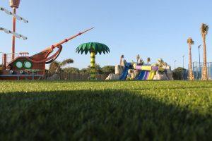 Jardines y juegos para niños en el hotel de mazagon