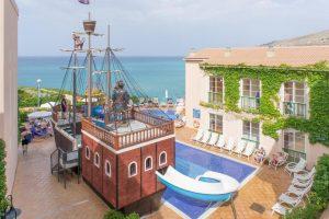 Hoteles con toboganes en Menorca