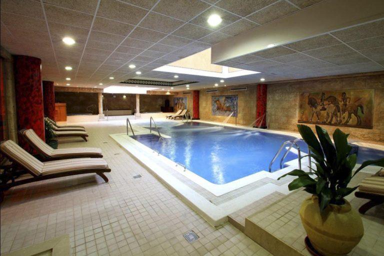 Spa en hotel con toboganes y niños