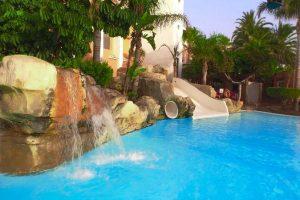 hotel con toboganes en almeria