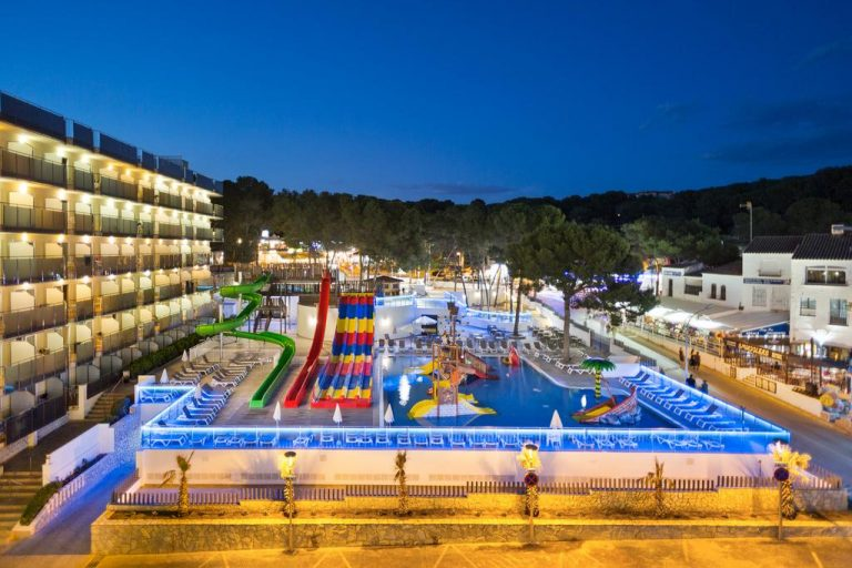 Hoteles con toboganes en Salou