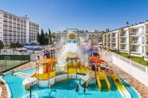 increíble hotel con toboganes infantiles en Málaga