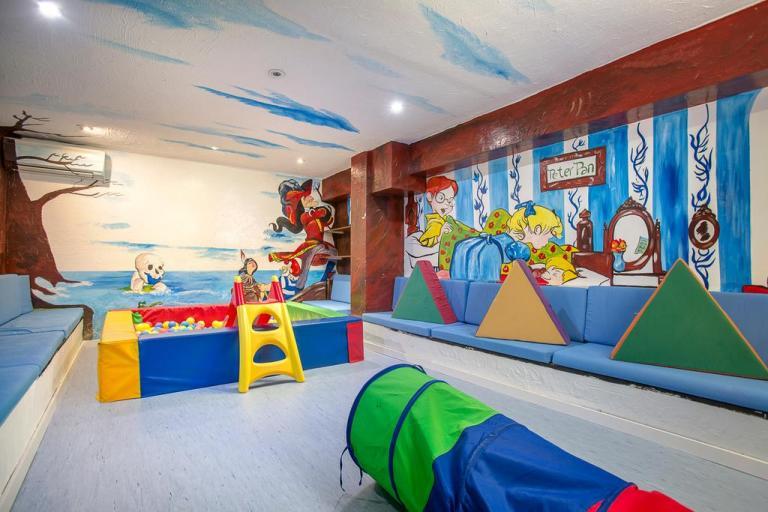Excelente hotel con toboganes y actividades infantiles en Alcocéber.