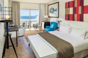elegante hotel con toboganes para niños en Málaga