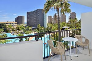 genial hotel con toboganes para niños en Málaga