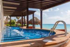 Hoteles con toboganes para niños en Cancún