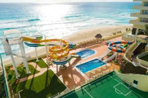 Hoteles con toboganes en Cancún