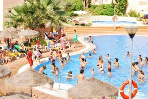 Gigantesco hotel con toboganes en Almuñecar