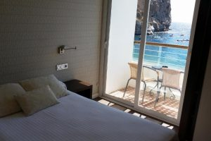 Cálido hotel con toboganes en Calahonda