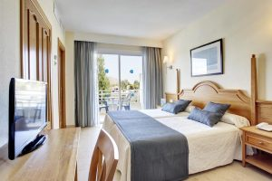 lujoso hotel con entretenimiento para niños en la isla de Mallorca