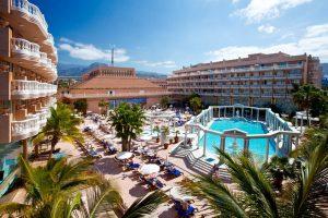 lujoso hotel familiar en la Playa del Camisón