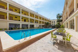 interesante hotel con toboganes en Grao de Castellón