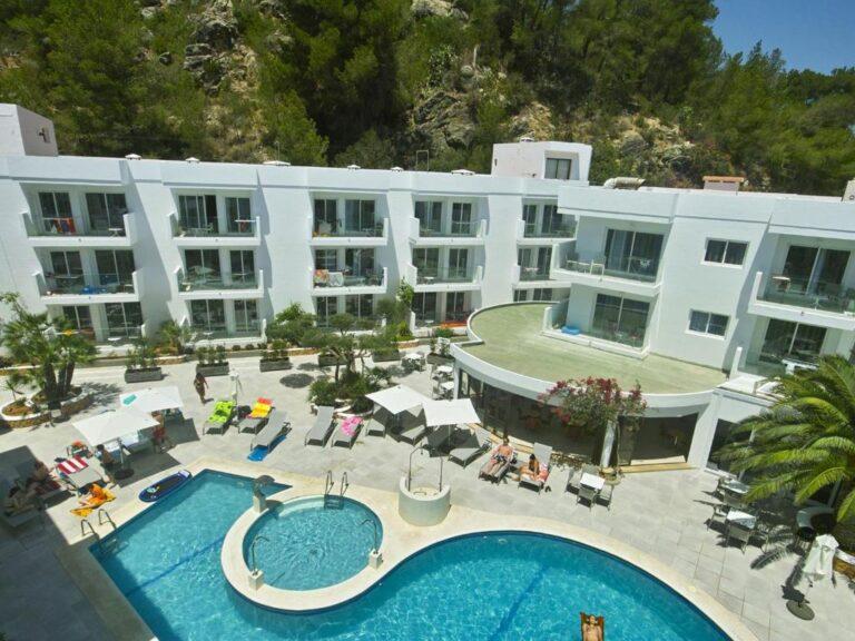 Hoteles con parque acuático en la costa de Ibiza