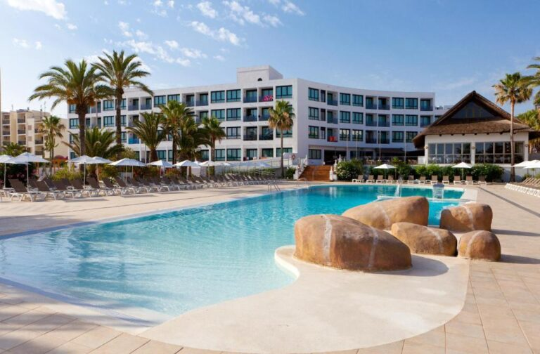 Hoteles con parque acuático para niños en Ibiza