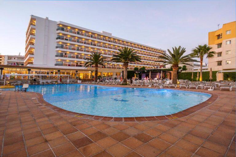 Hoteles para niños en la cosa de Ibiza