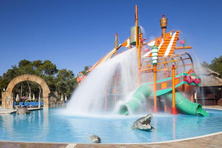 Hoteles con toboganes en Ibiza