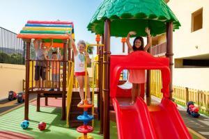 Hotel con toboganes para niños en tenerife Sur