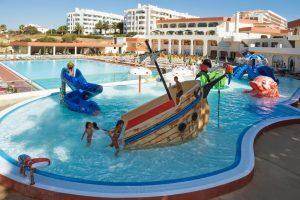 Hotel con instalaciones para niños en portugal