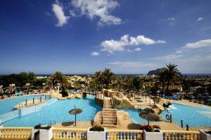 idílico hotel con toboganes en Alicante